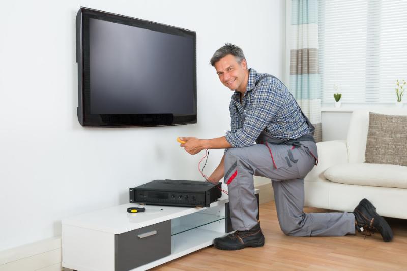 התקנת טלוויזיות על ידי מתקין? או להתקין בעצמכם?